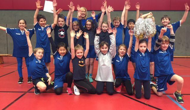 Die Klasse 3b nimmt am Brennball Cup Eimsbüttel teil